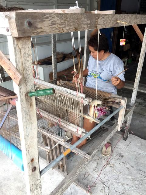 和小物さくら タイの機織り機