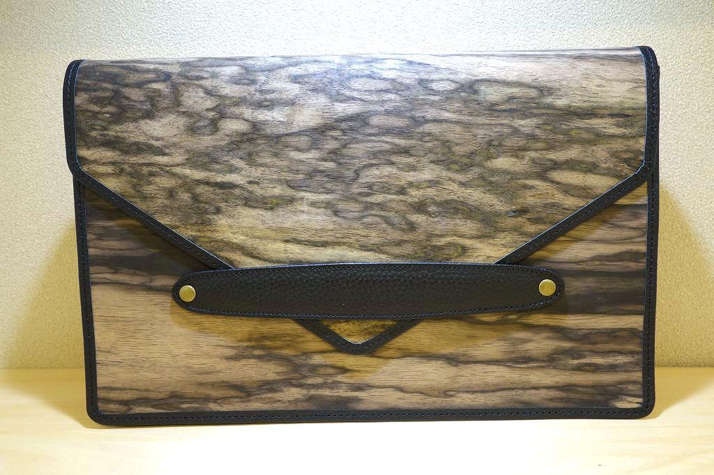 木と牛革のバッグ タブレットケース